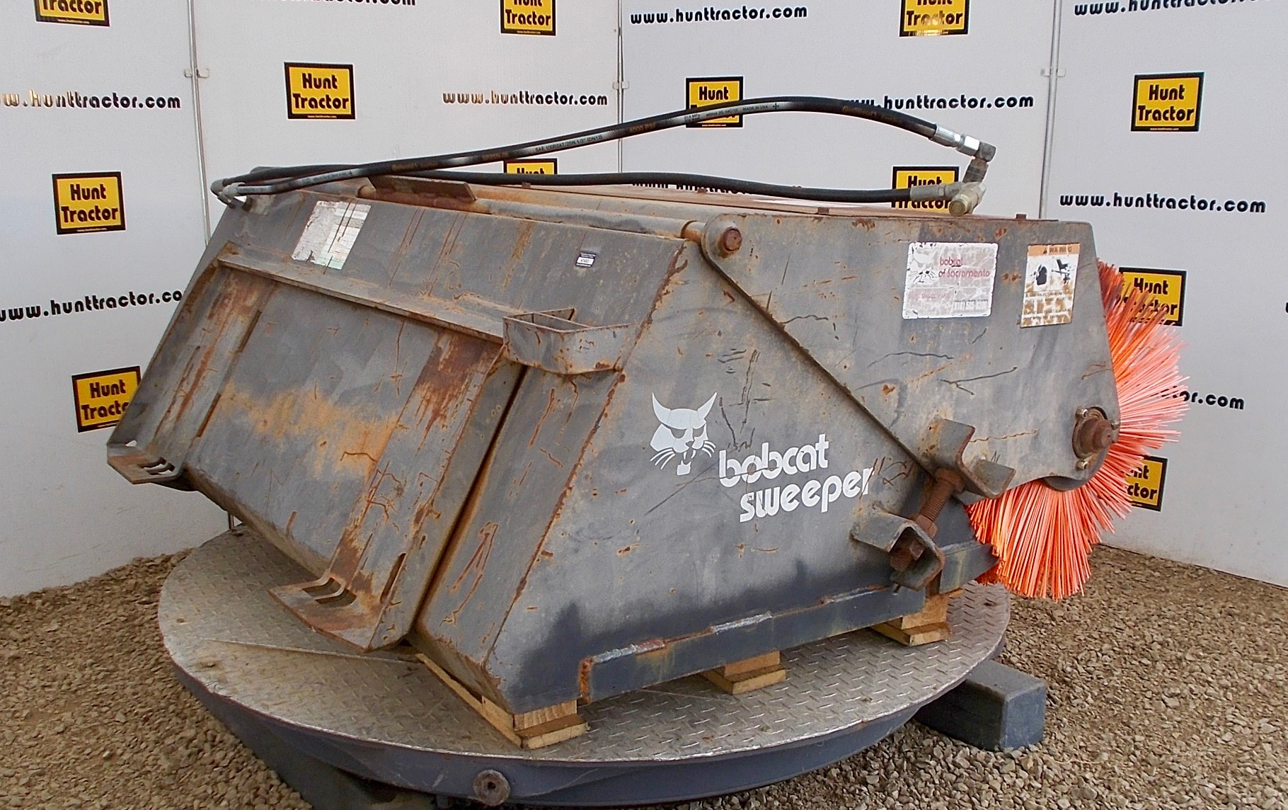 Attachment Zone Used 60 Quot Universal Skid Steer Sweeper